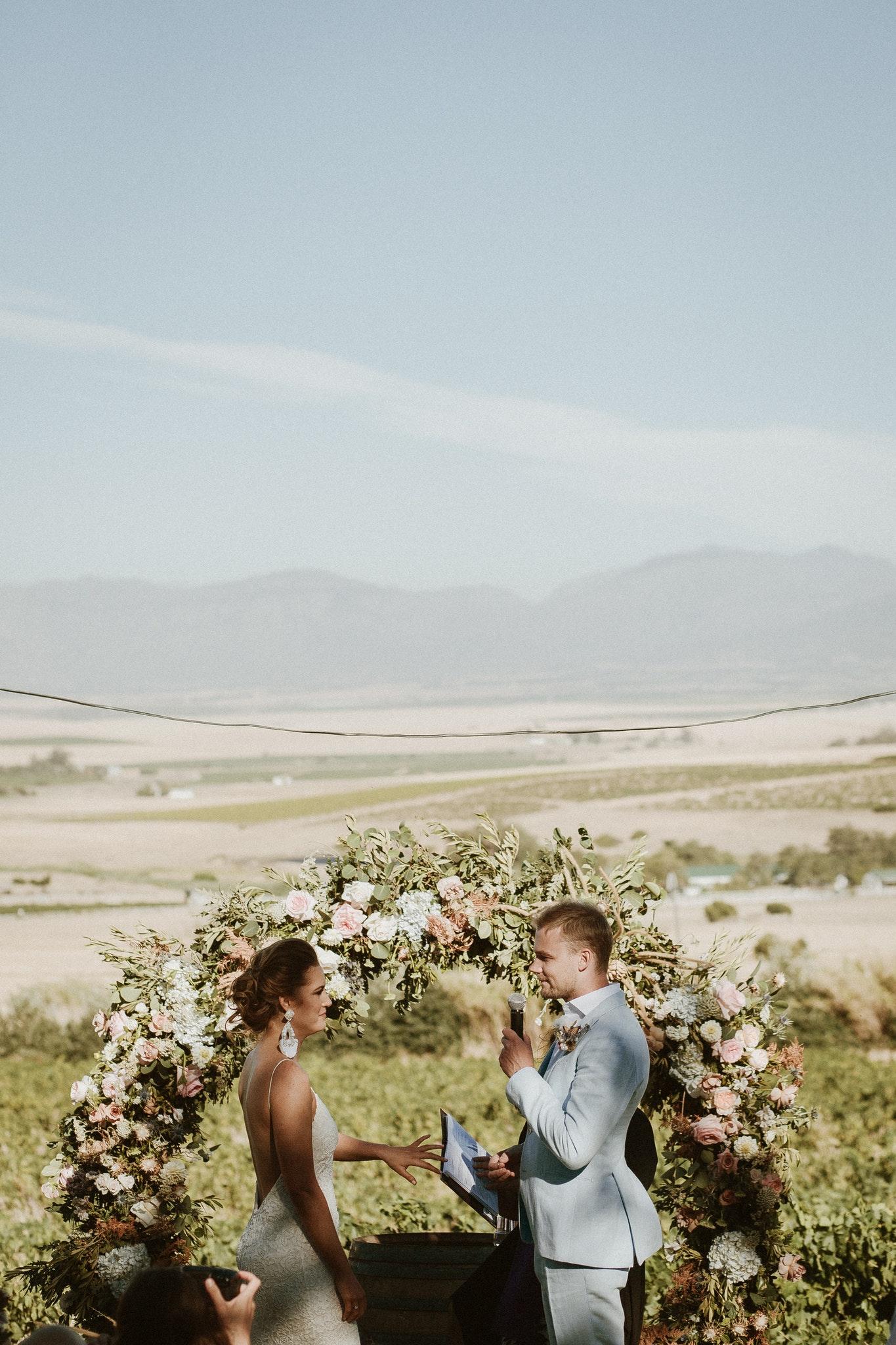 Una boda en los viñedos y montañas de Sudáfrica